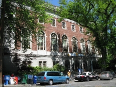 Multnomah County Public Library, de facto homeless shelter